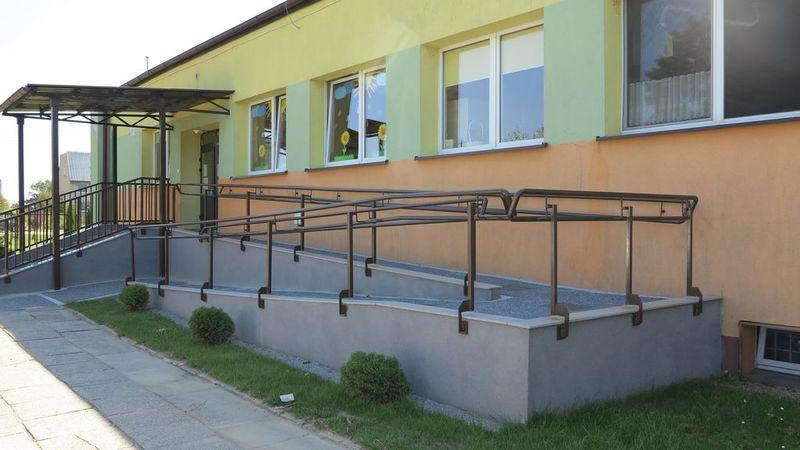 Podjazd dla niepełnosprawnych PP w Idzikowicach-2.jpeg
